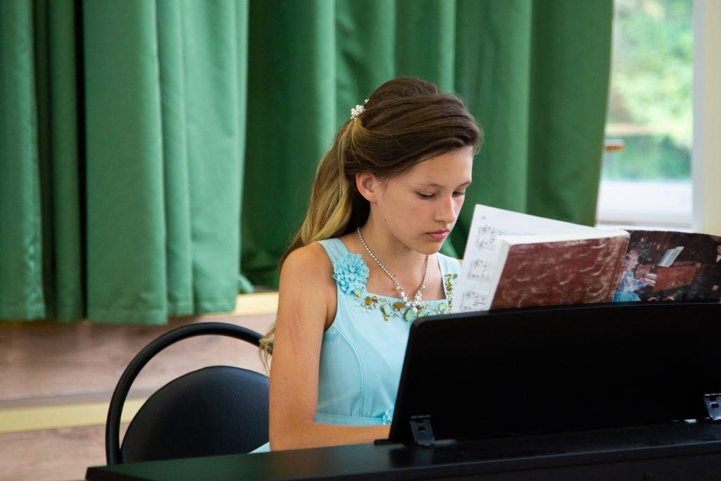 Отчетный концерт Студии эстрадной музыки «Конфетти».